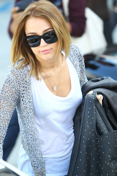 Miley Cyrus - Miley Cyrus Leaving A Pilates Class