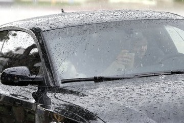 Miley Cyrus Patrick Schwarzenegger & Miley Cyrus Stop For Lunch In The Rain