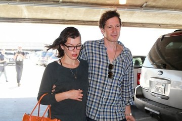 Milla Jovovich Pregnant Milla Jovovich Touches Down At LAX With Her Husband