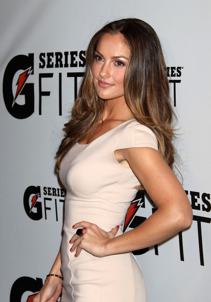 #4 Minka Kelly effortlessly beautiful in this nude dress