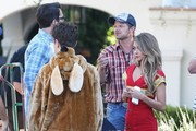 Stars from the hit show 'Modern Family' continue to film their Halloween episode in Los Angeles, California on September 19, 2014. Actress Sarah Hyland took a break from shooting to play with some puppies on set!<br /> Pictured: Julie Bowen, Nolan Gould, Steve Zahn, Sarah Hyland, Ty Burell