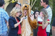 Stars from the hit show 'Modern Family' continue to film their Halloween episode in Los Angeles, California on September 19, 2014. Actress Sarah Hyland took a break from shooting to play with some puppies on set!<br /> Pictured: Julie Bowen, Nolan Gould, Steve Zahn, Sarah Hyland, Ariel Winter, Ty Burell