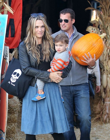 Molly Sims and family