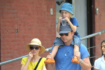 Naomi Watts Alexander Schreiber Naomi Watts And Family Out And About In New York