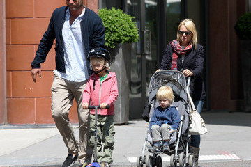 Naomi Watts Alexander Schreiber Naomi Watts And Family Out In New York