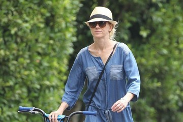 Naomi Watts Naomi Watts Spends Her Day with Family