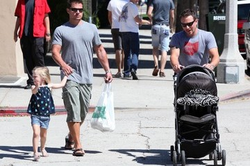 Isabella Lachey Nick And Drew Lachey Out For Lunch In Studio City