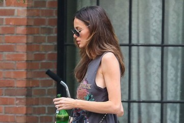 Nicole Trunfio Nicole Trunfio Goes out for a Stroll with Son Zion