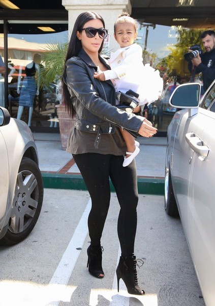 kourtney-kardashian-pantyhose
