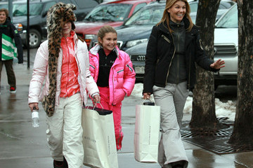 Olivia Giannulli Lori Loughlin And Her Daughters Out Shopping In Aspen