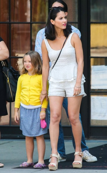 Olivia Munn Pictures - Olivia Munn Spotted with Her Family ...