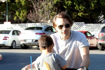 Olivier Martinez Olivier Martinez Goes Grocery Shopping with His Son