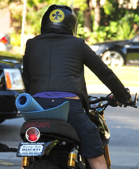 Orlando Bloom Actor Orlando Bloom leaving a yoga class with his helmet on in Brentwood, CA.