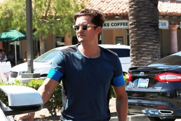 Orlando Bloom Orlando Bloom Shops At CVS With His Father & Son