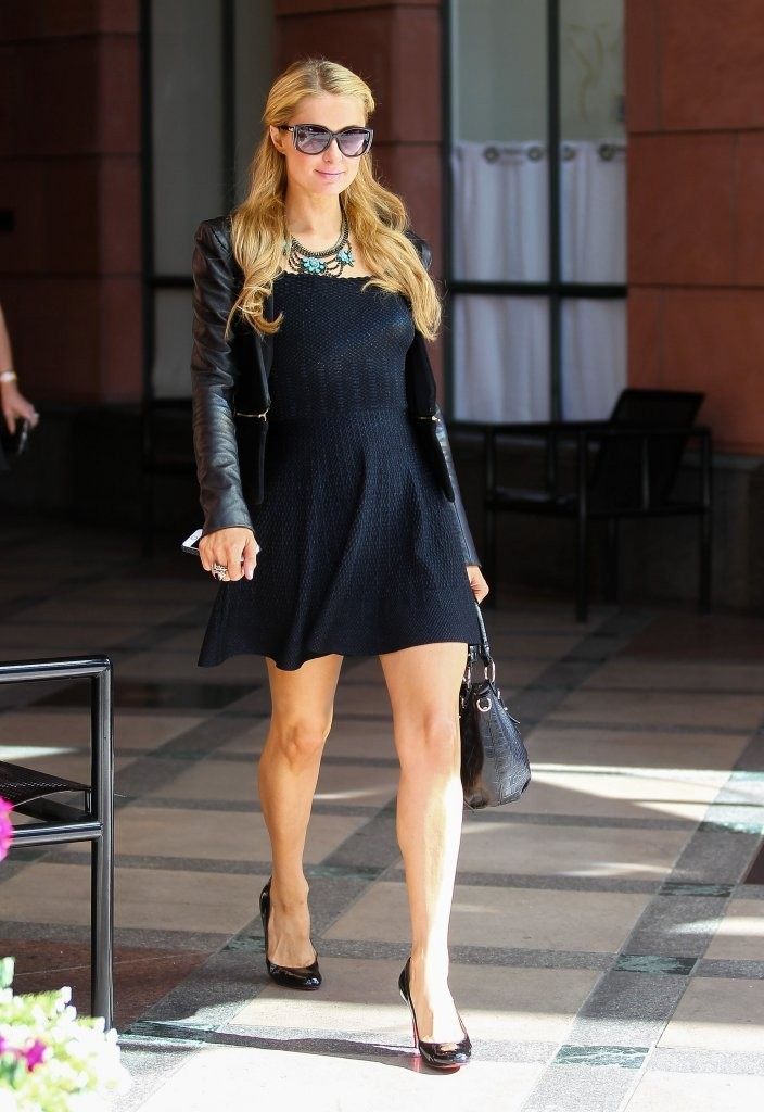 Paris Hilton Leaving The Salon
