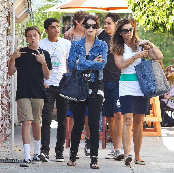 Maria Shriver And Kids Out For Lunch In Brentwood