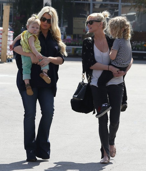 She has family time with sister Ashlee Simpson.