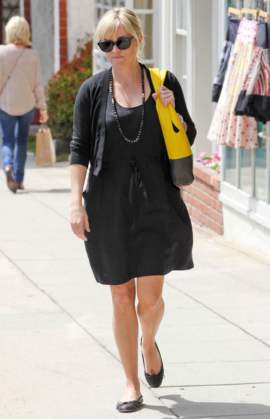 Pregnant Reese Witherspoon Out For Lunch In Santa Monica
