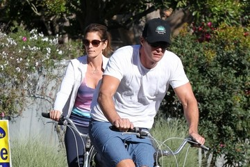 Rande Gerber Cindy Crawford & Family Out For A Bike Ride In Malibu