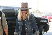 Reese Witherspoon Catches a Flight