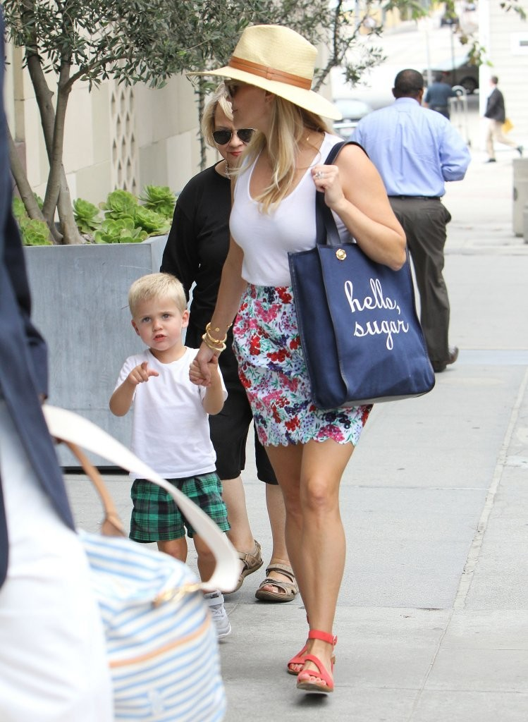 reese witherspoon photos photos reese witherspoon out