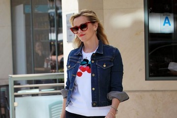 Reese Witherspoon Reese Witherspoon Goes to a Meeting in Beverly Hills