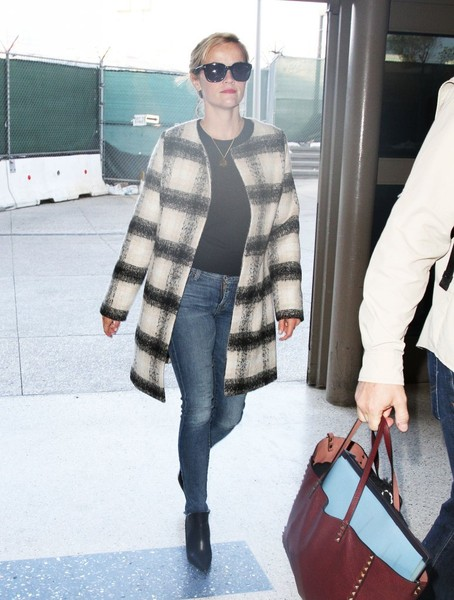 Reese Witherspoon Catches A Flight At LAX