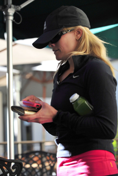 Reese Witherspoon Out Getting A Juice In Brentwood []