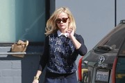 Reese Witherspoon Visits a Hair Salon
