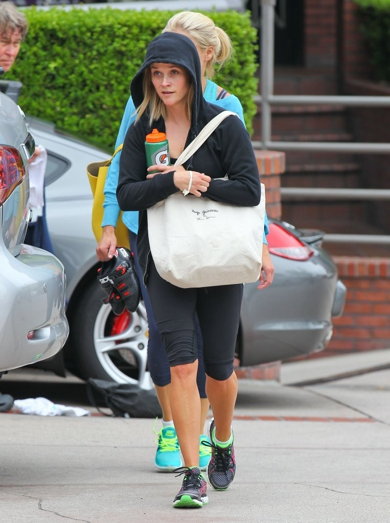 7f2c334eb56d3 Confessions of a Lululemon Addict  Spotted  Reese Witherspoon in Mod ...