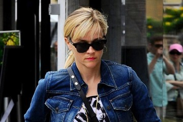 Reese Witherspoon Reese Witherspoon Stops By A Skin Care Clinic