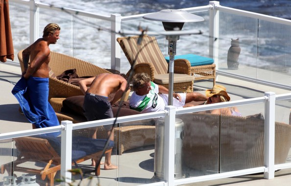 Rod Stewart And Penny Lancaster Relaxing In Malibu - 1 of 37