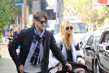 Rodger Berman Rachel Zoe Shops at a Farmer's Market With Her Family