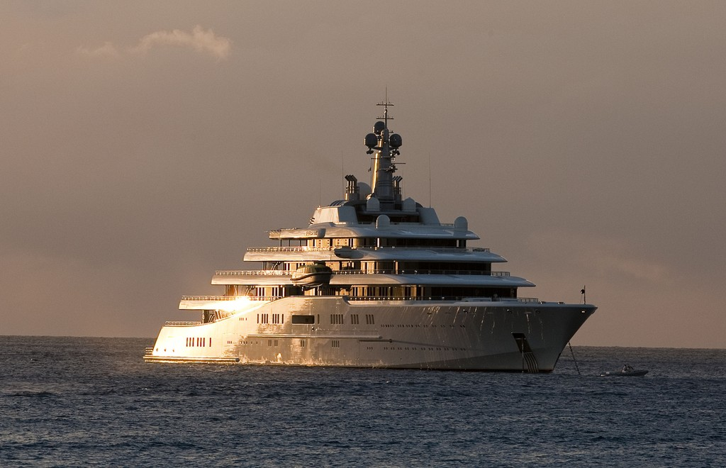 roman abramovich 39 s yacht eclipse off st barts zimbio. Black Bedroom Furniture Sets. Home Design Ideas