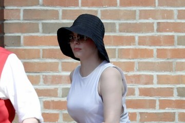 Rose McGowan Rose McGowan Leaves Her Hotel With a Friend