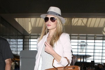 Rosie Huntington-Whiteley Rosie Huntington-Whiteley Leaves LA