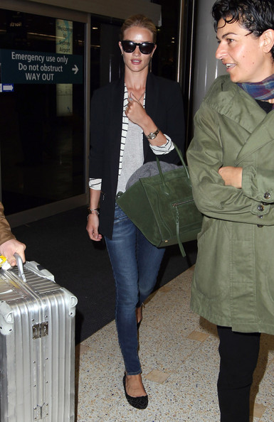 Rosie Huntington-Whiteley Arrives at the Sydney Airport