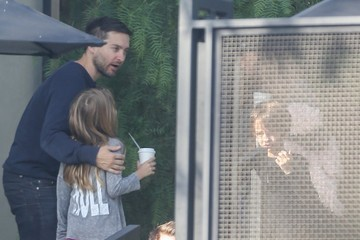 Ruby Maguire Toby Maguire And Family Get Coffee At Verve In Weho