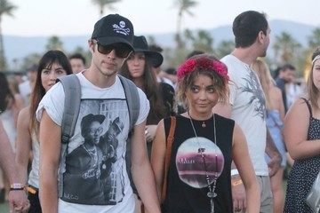 Sarah Hyland Sarah Hyland & Boyfriend Inseperable At Coachella