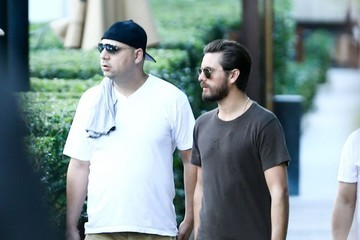 Scott Disick Scott Disick Spends Another Day With Friends