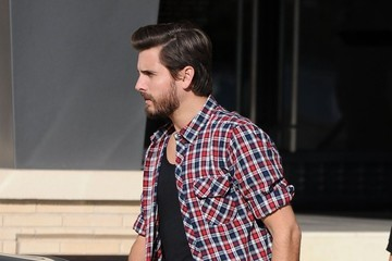 Scott Disick Pregnant Kourtney Kardashian & Family Shopping At Barneys New York