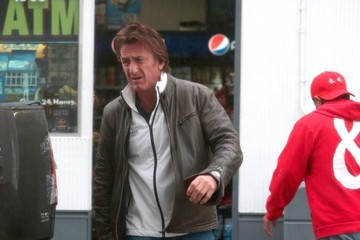 Sean Penn Sean Penn Buys a Pack of Cigarettes