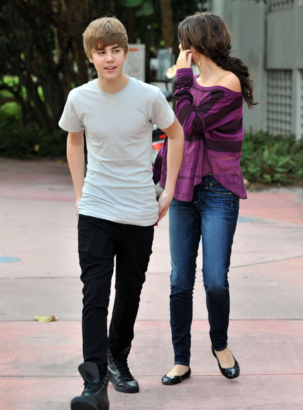 justin bieber and selena gomez laughing. justin bieber and selena gomez