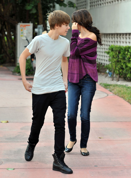 justin bieber and selena gomez hot pics. Selena Gomez and Justin Bieber