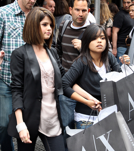 Selena Gomez New Pictures 2009. Actress Selena Gomez seen out