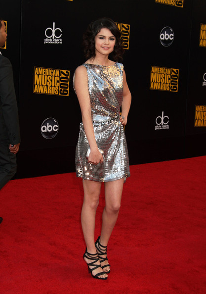 Selena Gomez - 2009 American Music Awards - Arrivals 2