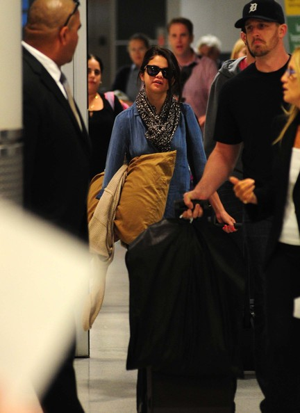 Selena Gomez - Selena Gomez Arrives For Flight At JFK