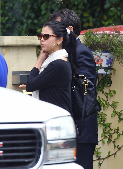Selena Gomez - Selena Gomez Lunches With Her Mom