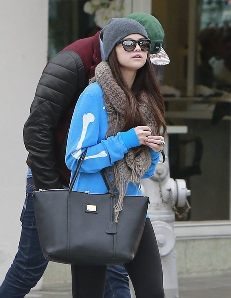 Selena Gomez - Selena Gomez Shops In Beverly Hills With Friends
