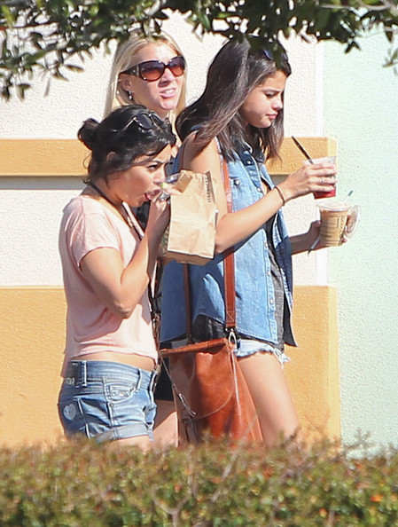 "Selena Gomez Exclusive: Actresses Selena Gomez, Vanessa Hudgens and Ashley Benson left their hotel and headed to Starbucks for a morning pick-me-up on March 1, 2012 in Florida. After getting their drinks, the girls piled into a production van and headed off to film ""Spring Breakers."" Selena's bra was accidentally showing when she got out of the van. Ashley saw it and pointed it out to Selena so she could adjust her top!"